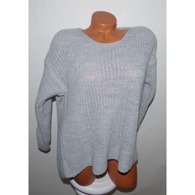 Hátán csavart kötött pulcsi