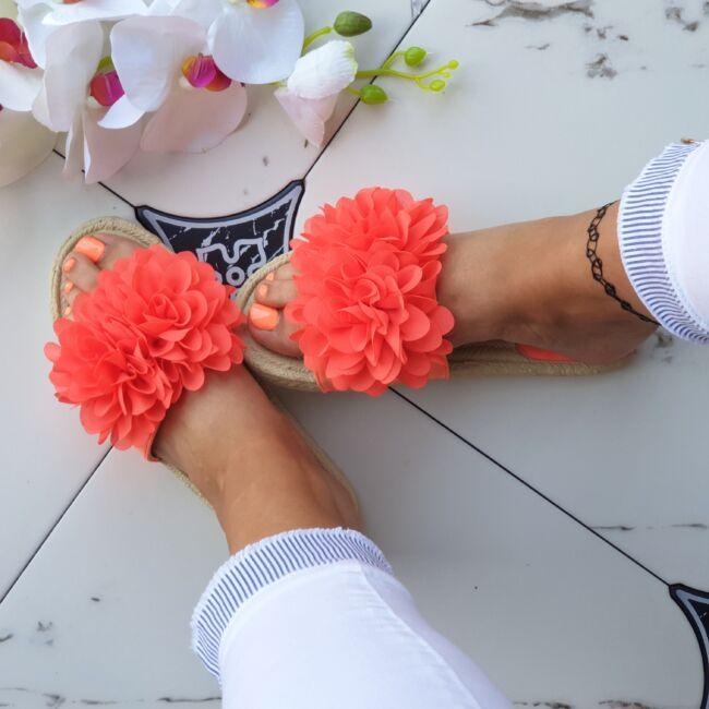 Virágos papucs