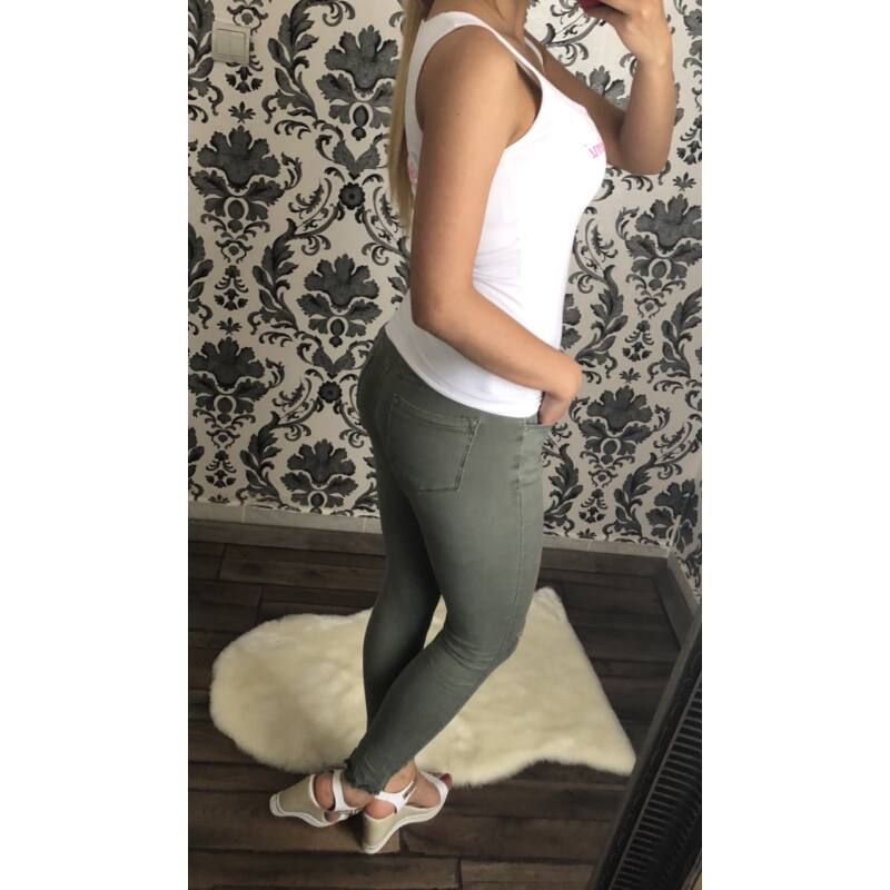 Katona-zöld térdnél szaggatott nadrág