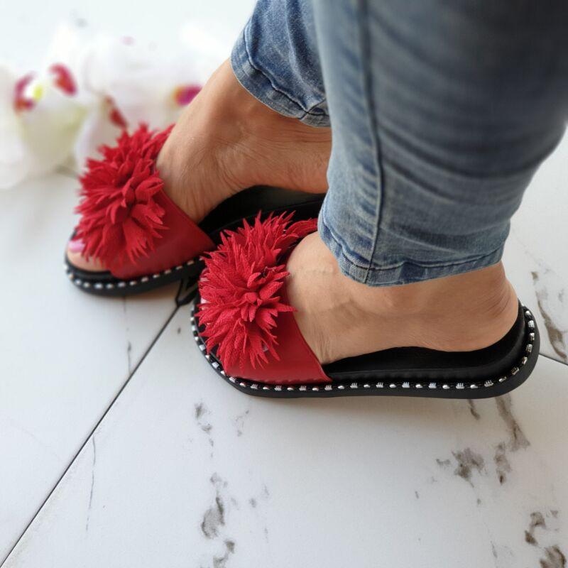 Cuki pomponos, oldalán szegecses papucs