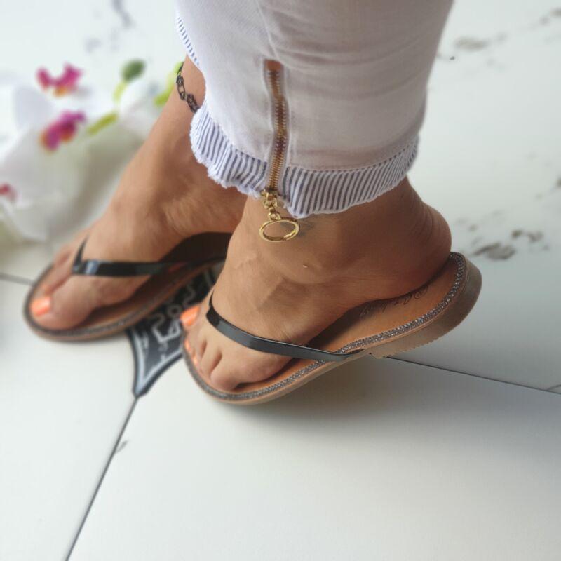 Strasszos lábujjas papucs