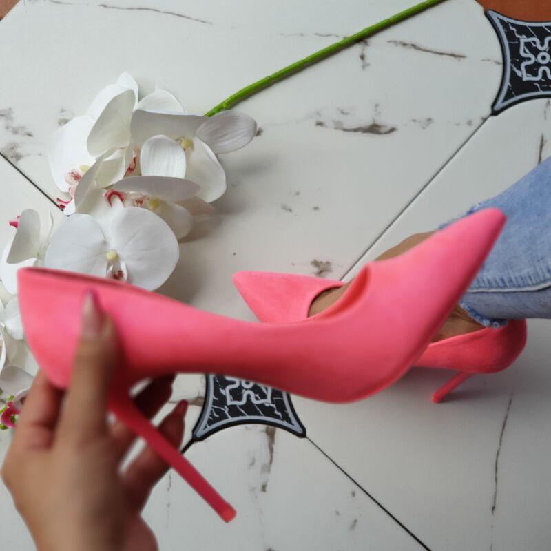 Neon magassarkú cipő