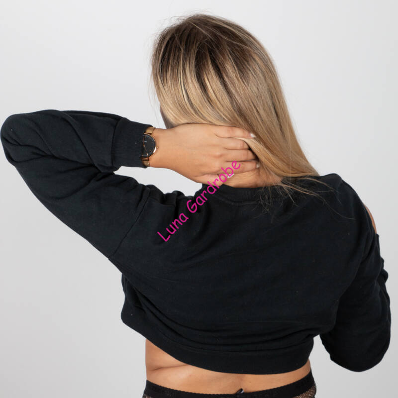 Feliratos, rövid fazonú, alján gumis pulóver