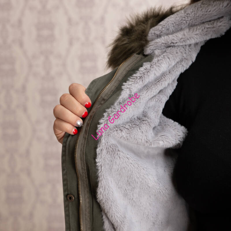 Pihe-puha szőrme béléses, szőrme kapucnis mellény
