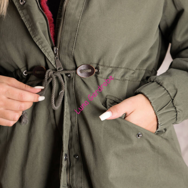 Katonazöld, deréknál behúzós, kivehető béléses kabát