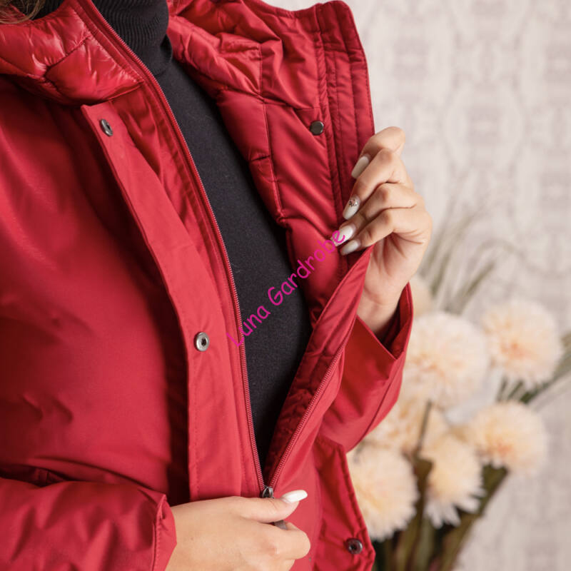Vízhatlan + steppelt, enyhén A vonalú, kapucnis kabát