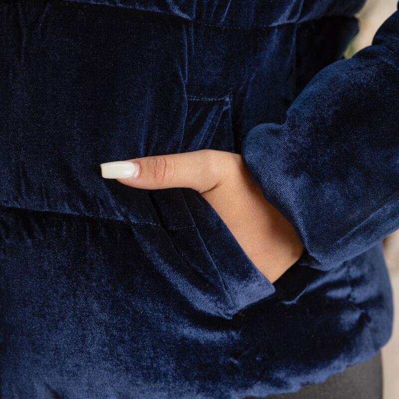 Bársonyos, kapucnis kabát