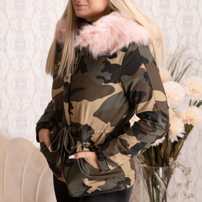 Szőrmés béléses és kapucnis terepmintás kabát