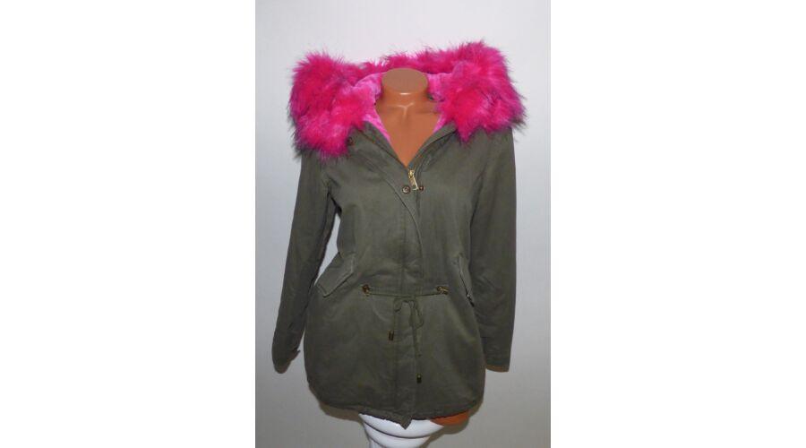 Katona-zöld kabát rózsaszín szőrmével és béléssel Katt rá a felnagyításhoz 45f05fb17e