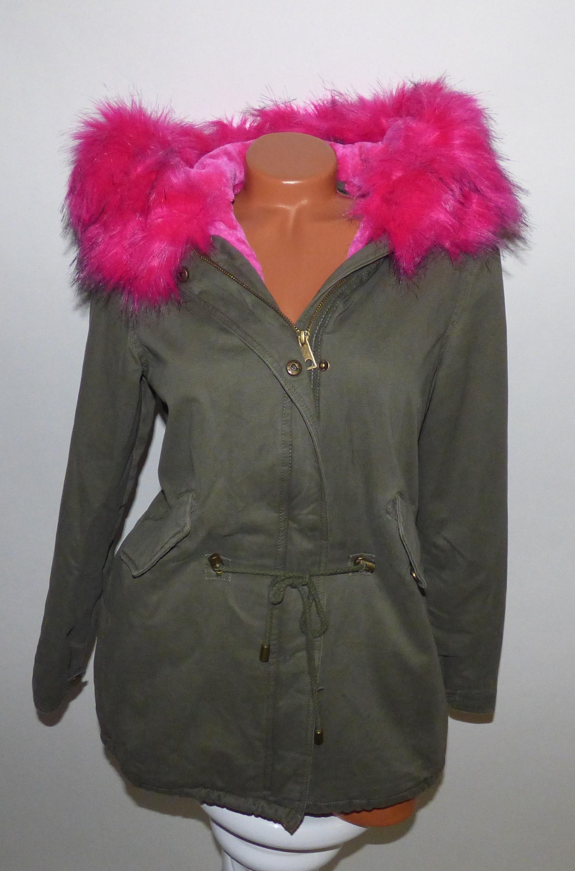 Katona-zöld kabát rózsaszín szőrmével és béléssel - Dzseki   Kabát - Luna  Gardrobe Női ruha WebÁruház ced2b1f5ee